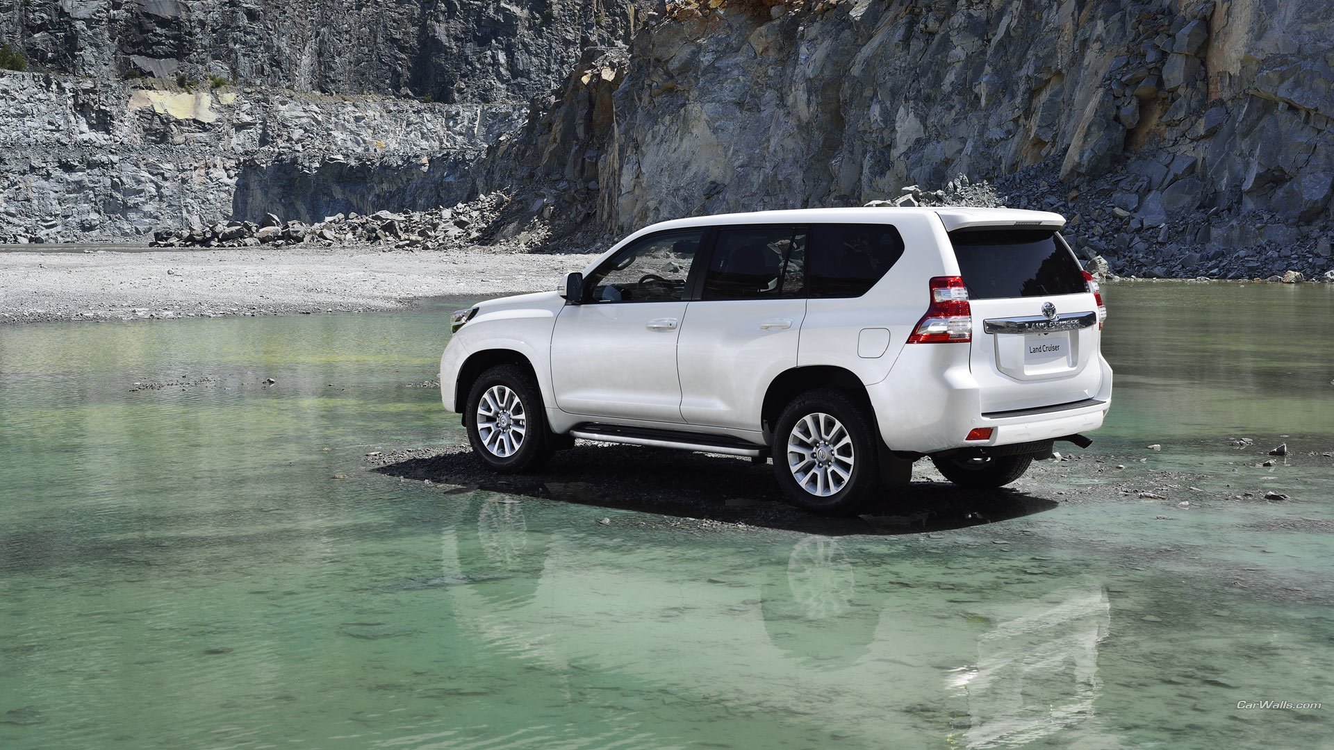 Toyota Land Cruiser Prado 2020 white