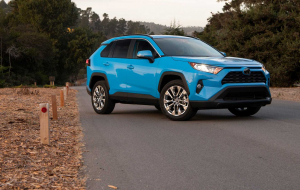 Toyota RAV4 2020 Green Wallpapers For IPhone