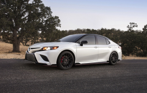 Toyota Camry 2020 Silver Beautiful Wallpaper