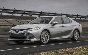 Toyota Camry 2020 Silver Wallpapers For IPhone