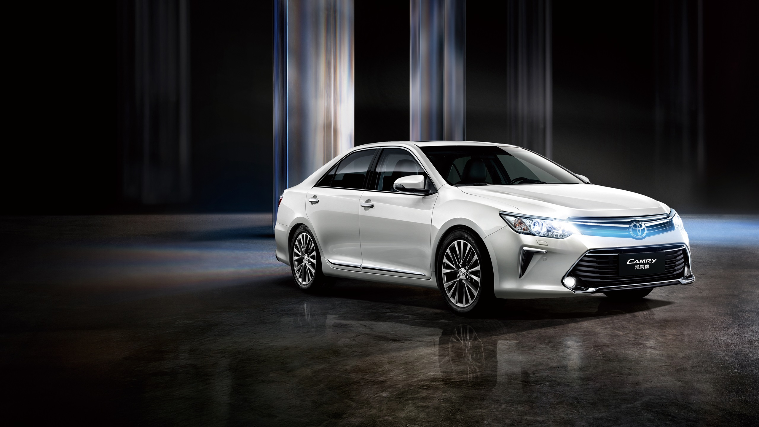 Toyota Camry 2020 White Wallpapers Backgrounds