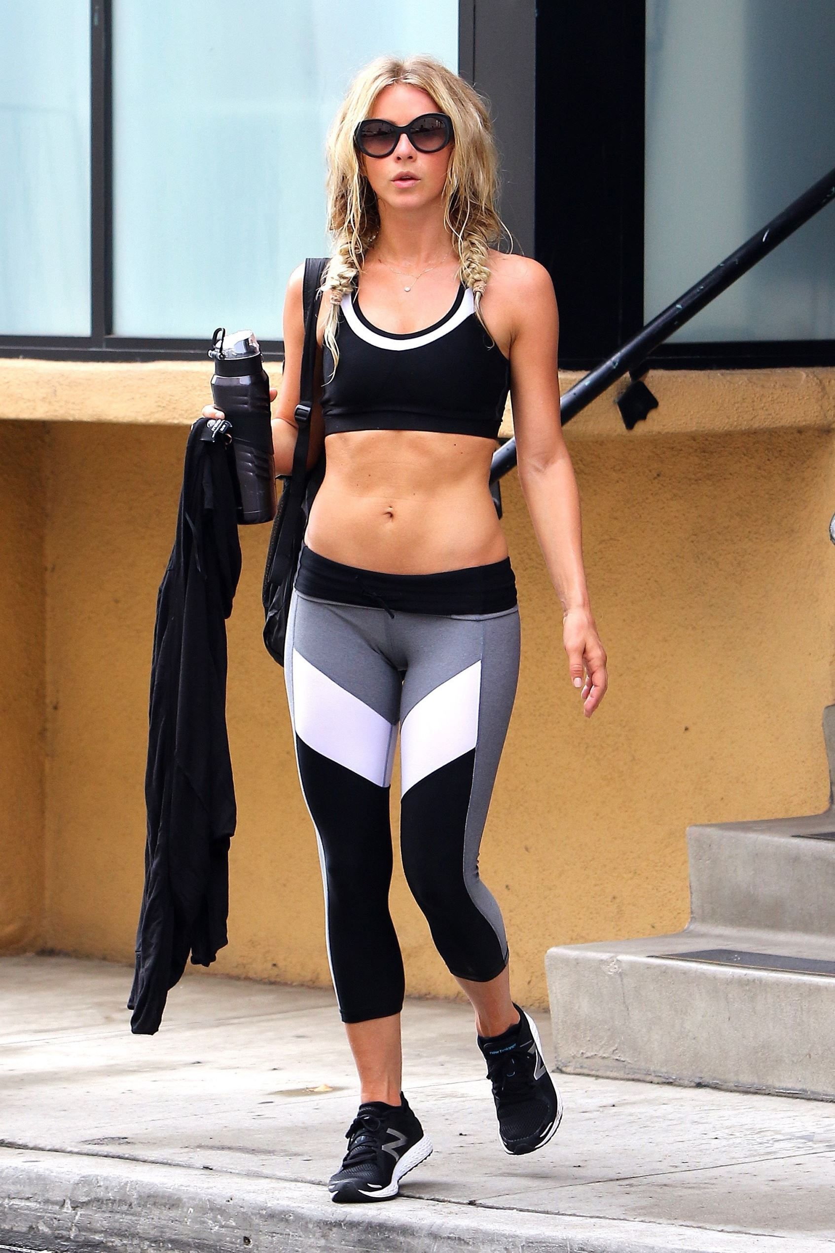 Julianne Hough Pics