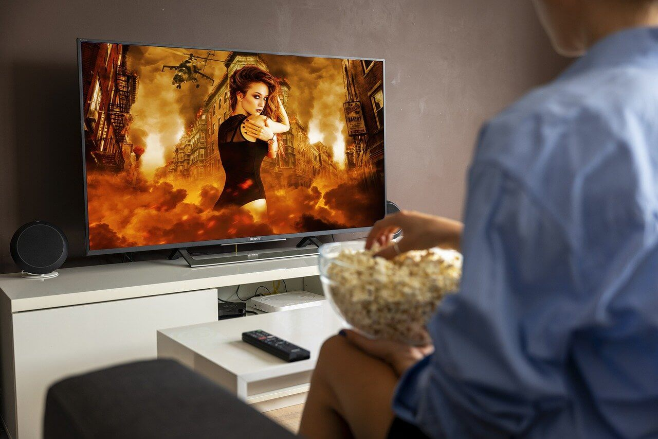 What are all the Benefits of Watching Movies Online?